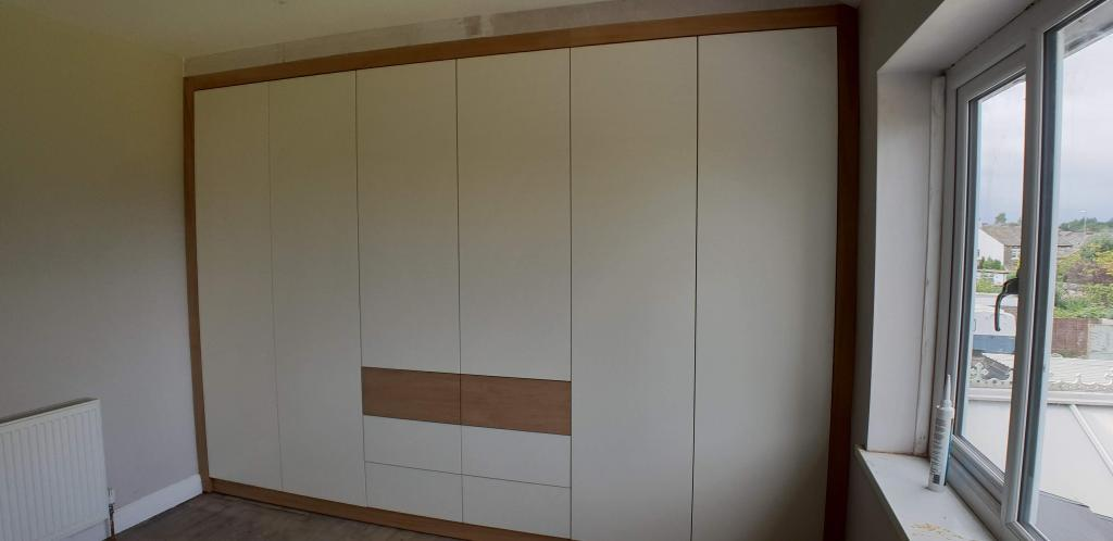 Fitted wardrobe white