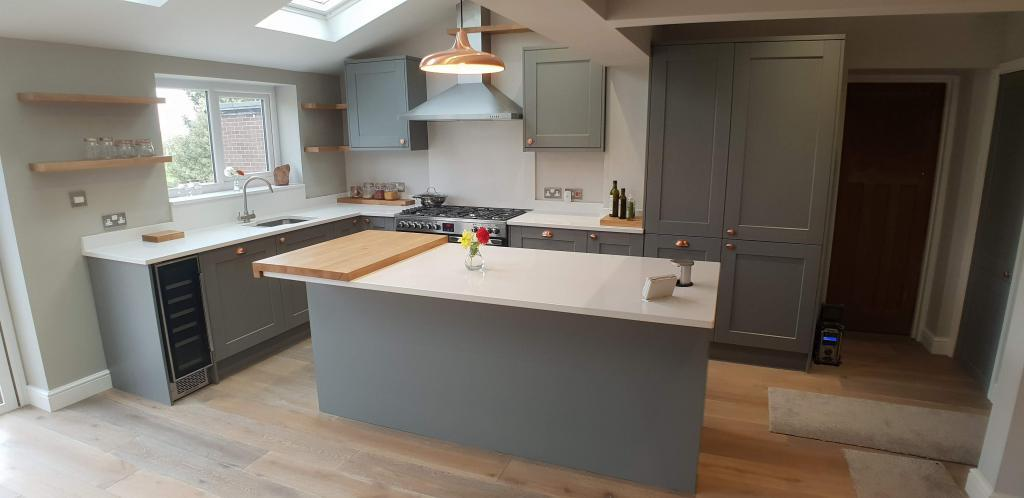 Dust grey traditional kitchen