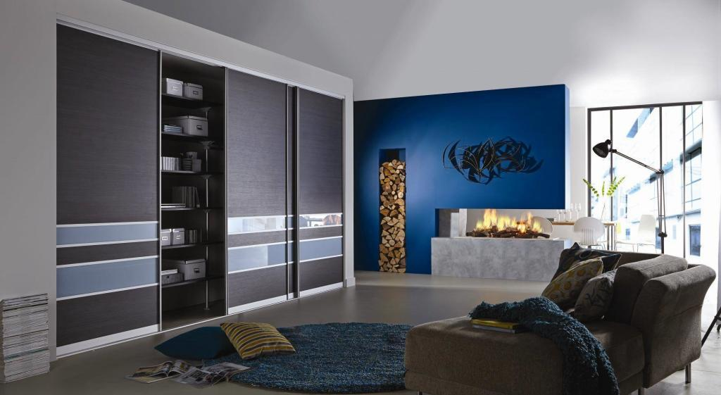 Sliding door wardrobe in dark grey with high gloss blue elements